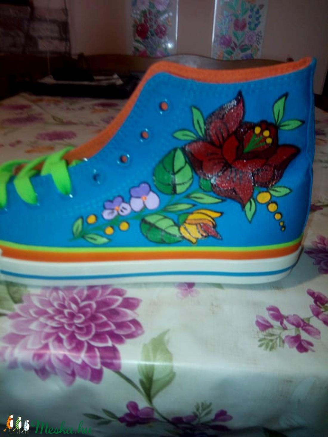 Kalocsai kézzel festett cipő . - ruha & divat - cipő & papucs - cipő, szandál - Meska.hu