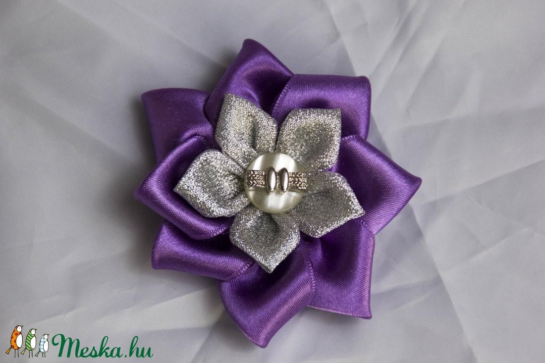Lila-ezüst virág hajgumi (Berni10) - Meska.hu