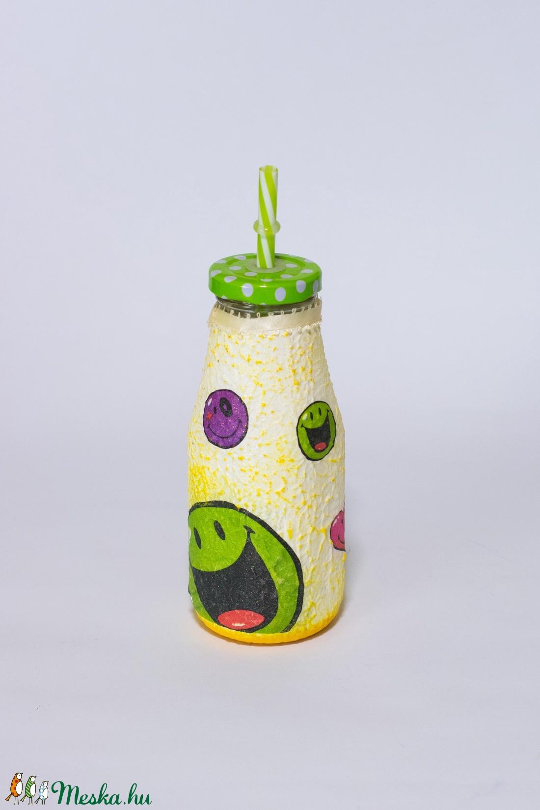 Emoji ikonos szívószálas üdítős üveg ajándék gyermeknapra, névnapra, szülinapi partira.   - otthon & lakás - dekoráció - díszüveg - Meska.hu
