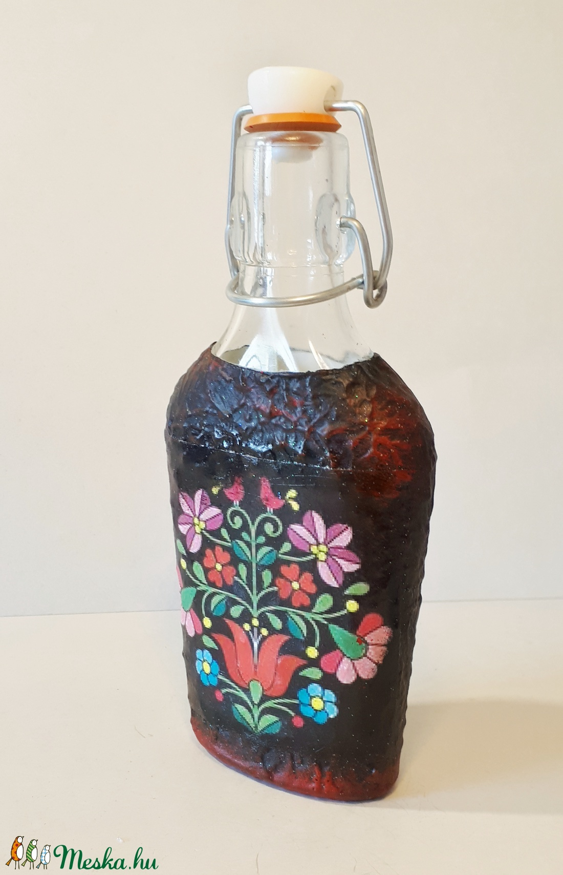 Fekete kalocsai mintás, magyaros csatos dísz-és használati  üveg, eljegyzésre, nászajándékba, házavatóra, szülinapra - otthon & lakás - konyhafelszerelés - üveg & kancsó - Meska.hu