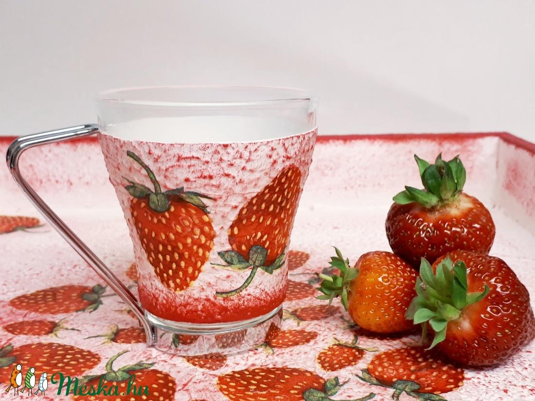 Epres kávés pohár, üveg cappucinos pohár fém levehető füllel eperimádóknak ajándék ötlet anyák napjára, gyermeknapra. (Biborvarazs) - Meska.hu