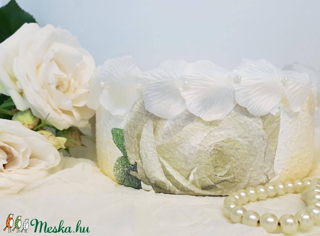 Fehér rózsa úszó gyertya üveg tál fehér gyertyával esküvőre, eljegyzésre leánybúcsúba legénybúcsúba nászajándékba - esküvő - dekoráció - gyertya & gyertyatartó - Meska.hu