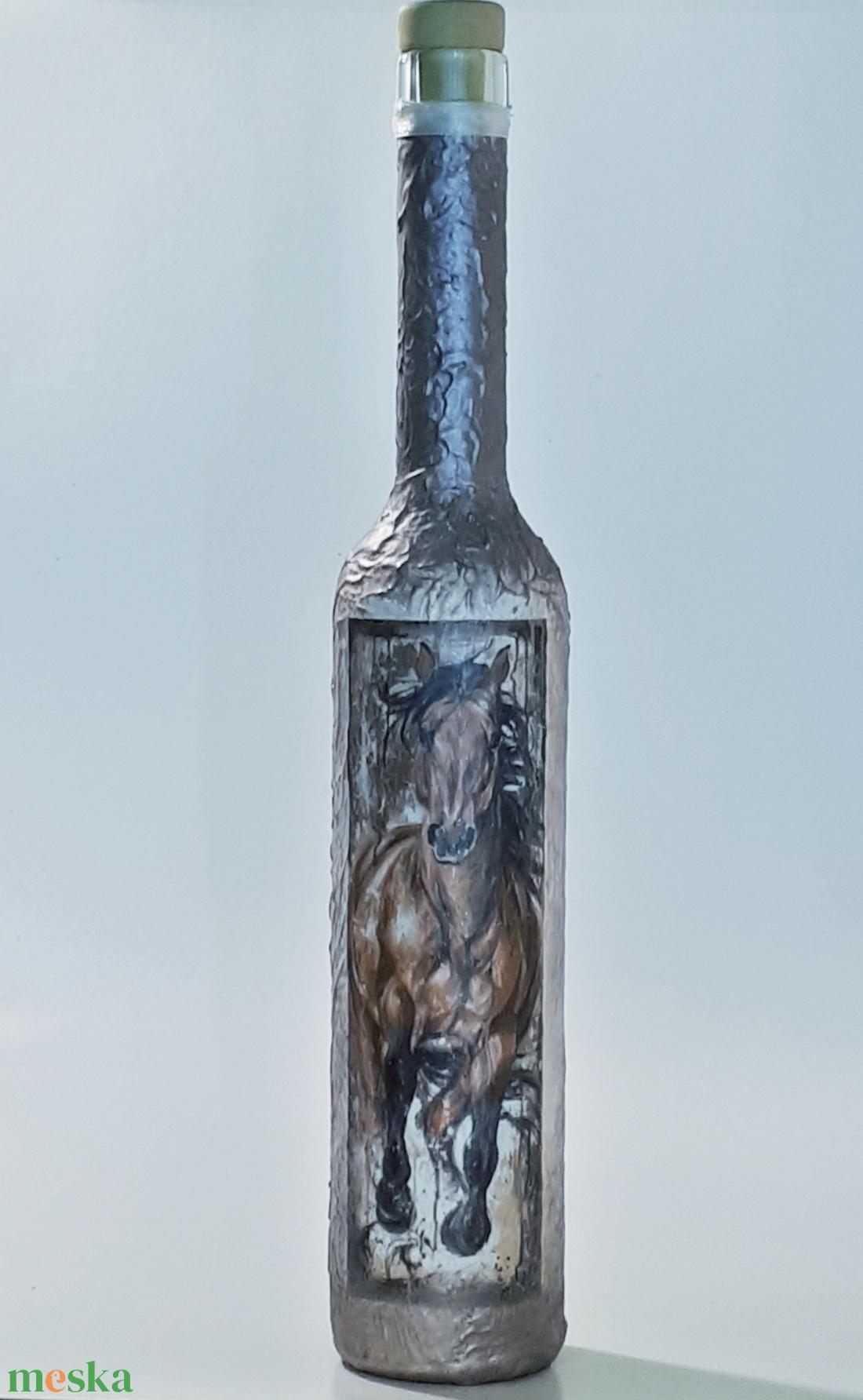 Lovas dísz-és használati italos üveg, pálinkás üveg, boros üveg ló kedvelőknek.  (Biborvarazs) - Meska.hu