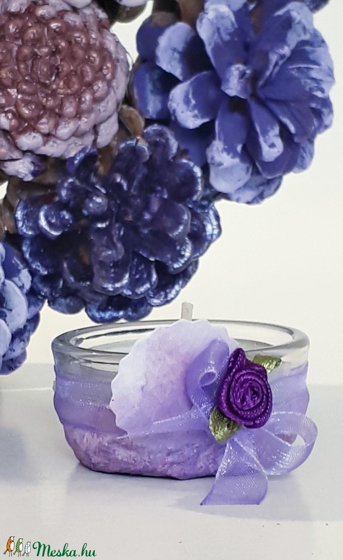 Nálunk az ősz lilában kopogtat, lila mini üveg festett teamécses, lila asztali dekoráció ajándék lila kedvelőknek.  (Biborvarazs) - Meska.hu