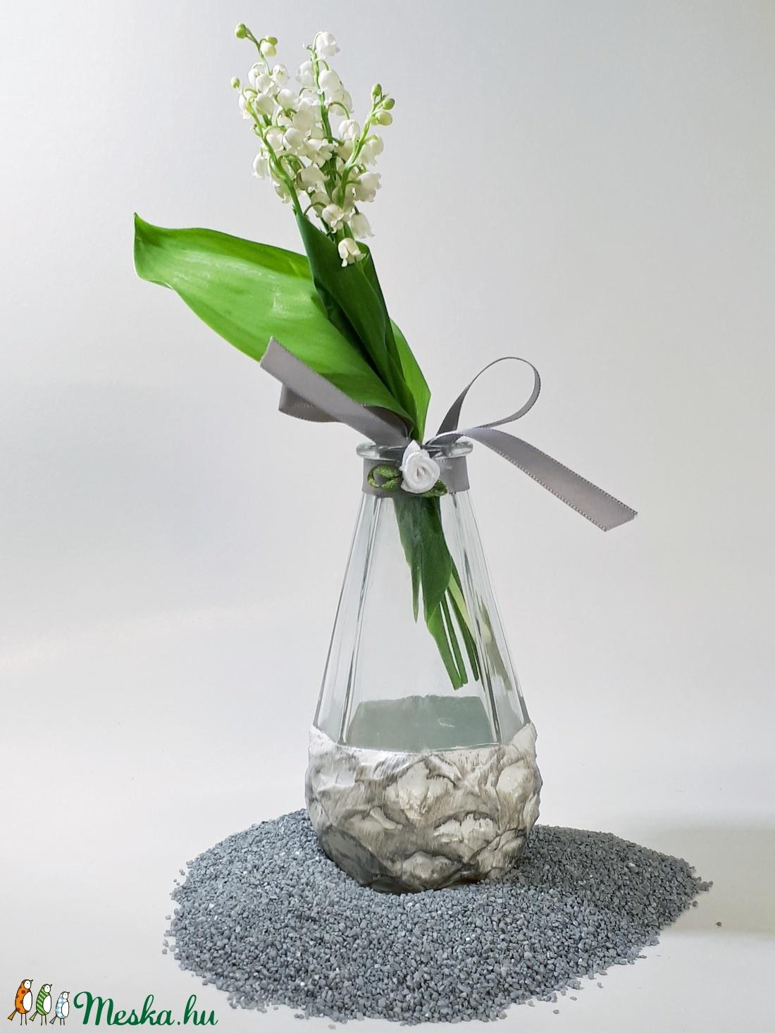 Ezüst üveg váza, tavaszi gyöngyvirágos váza, névnapi szülinapi ajándék, anyáknapi ajándék.  - Meska.hu