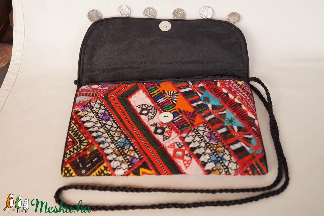 Boríték táska, kézzel hímzett, patchwork válltáska, kézi táska 4. - táska & tok - kézitáska & válltáska - vállon átvethető táska - Meska.hu
