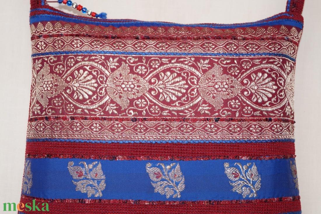 Bordó-ezüst, indiai virág mintás, kék csíkos, közepes méretű válltáska - táska & tok - kézitáska & válltáska - válltáska - Meska.hu