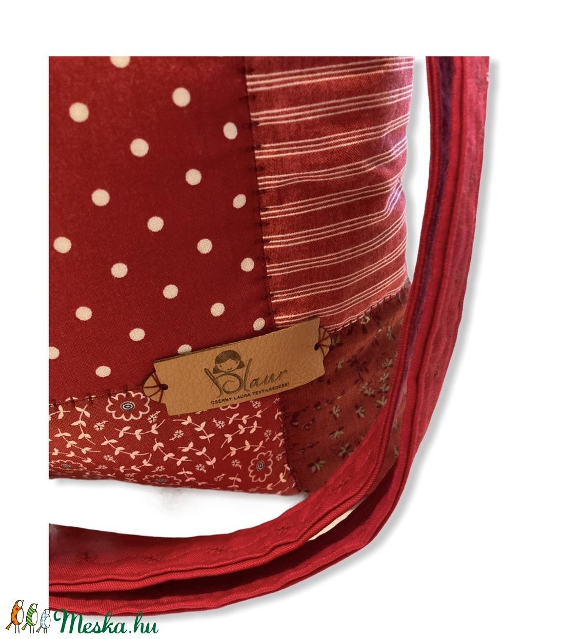 Piros/ bordó virágos patchwork válltáska / kézitáska - táska & tok - kézitáska & válltáska - vállon átvethető táska - Meska.hu