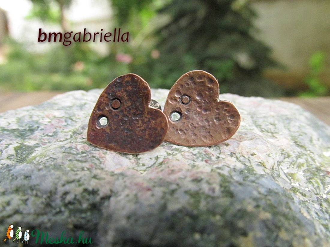 Réz-szív pontfülbevaló - egyedi tervezésű ékszer, fülbevaló - bedugós fülbevaló - ezüst tű - ékszer - fülbevaló - pötty fülbevaló - Meska.hu