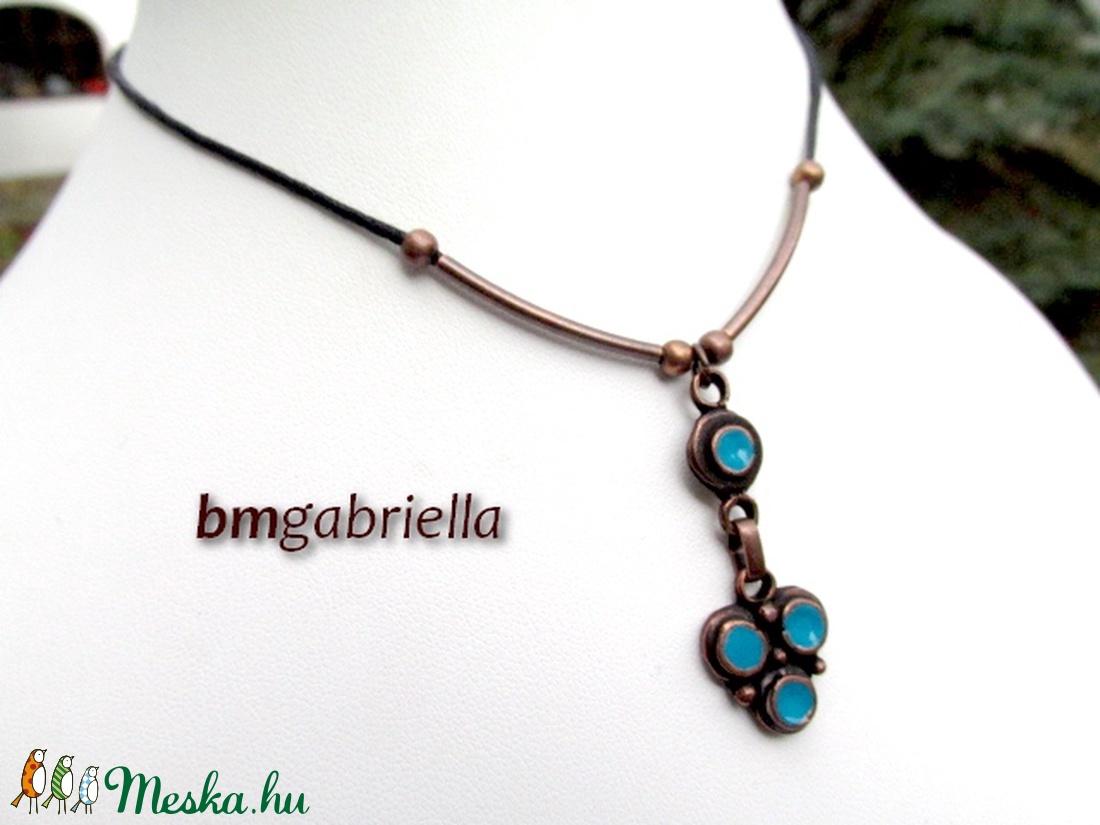 Sabina nyakéke - egyedi tervezésű kézműves ékszer türkiz gyönggyel - ékszer - nyaklánc - medálos nyaklánc - Meska.hu