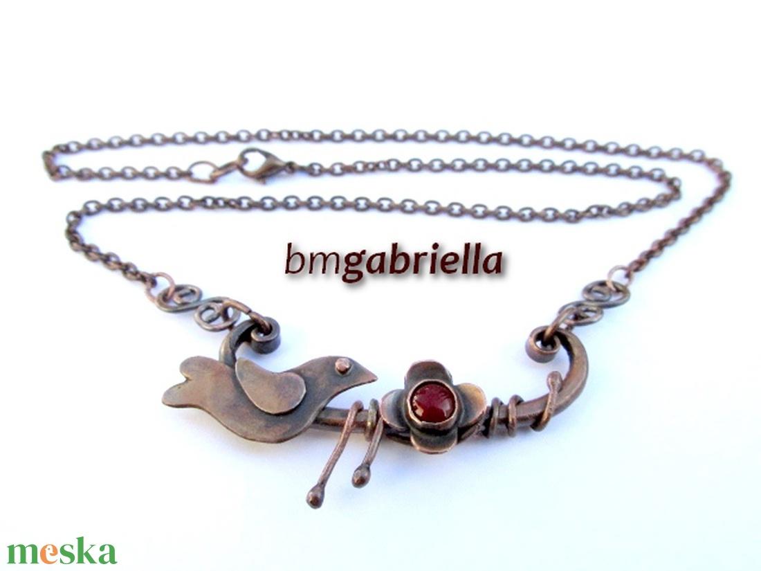 Rézerdő madárkája - vörösréz és tűzzománc nyaklánc - egyedi tervezésű kézműves ékszer - ékszer - nyaklánc - medálos nyaklánc - Meska.hu