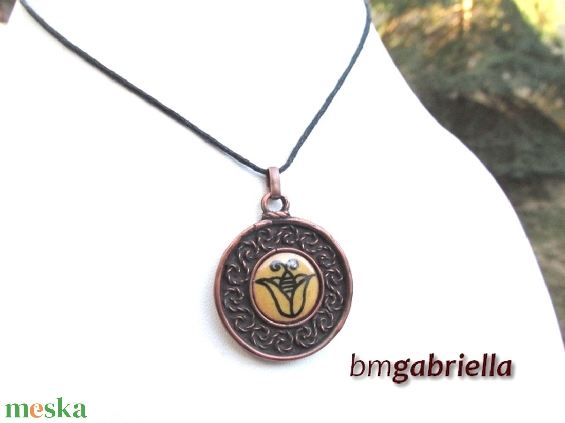 Felvidéki tulipános- tűzzománc medál, nyaklánc - egyedi tervezésű kézműves ékszer  - ékszer - nyaklánc - medálos nyaklánc - Meska.hu