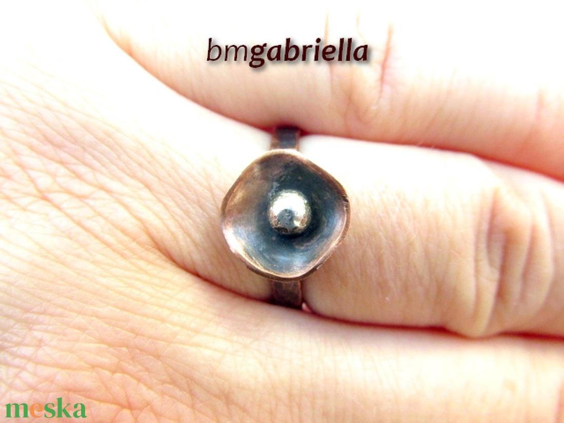 Pipacs - kovácsolt vörösréz gyűrű - egyedi tervezésű kézműves gyűrű - ékszer - gyűrű - szoliter gyűrű - Meska.hu