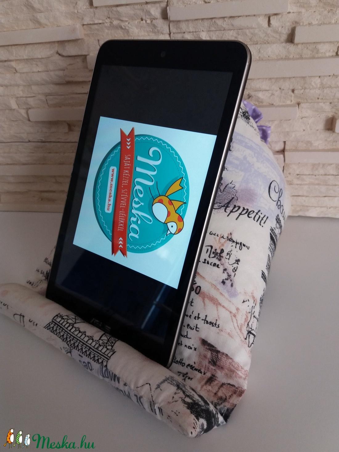 Tablet, telefon és kütyütartó párna - Párizs, lila virággal - táska & tok - laptop & tablettartó - ebook & tablet tok - Meska.hu