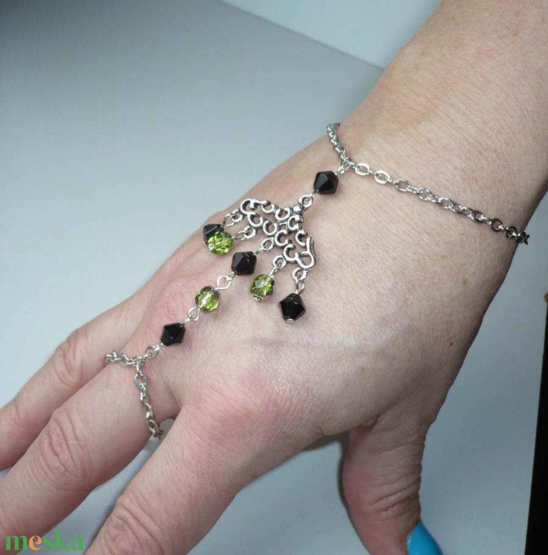 Ezüst, zöld, fekete karkötő-gyűrű (kézfejkarkötő) - ékszer - karkötő - kézfej karkötő - Meska.hu
