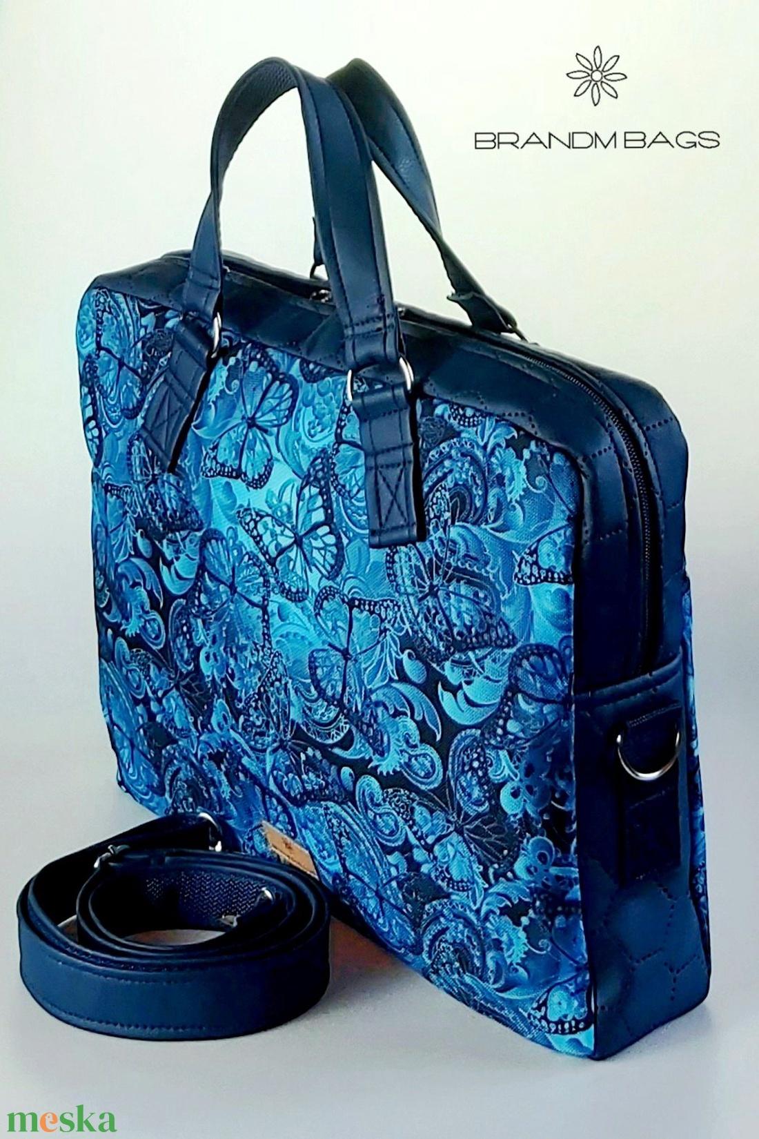 Kék pillangós vízálló �EDIT laptop táska - táska & tok - laptop & tablettartó - laptoptáska - Meska.hu