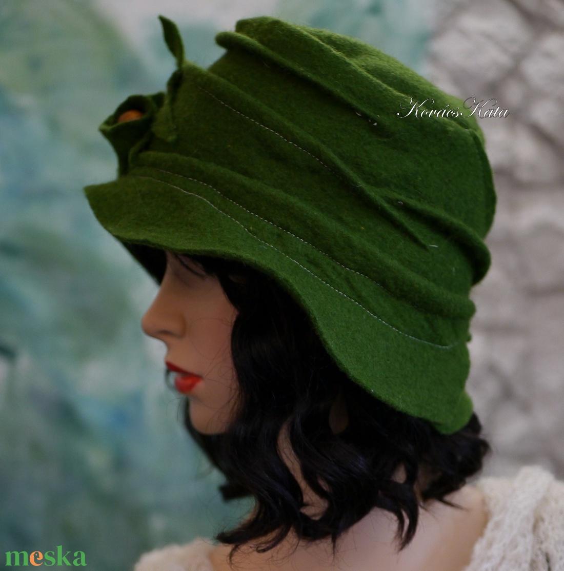 ZORA / erdő-zöld - flapper design filc-kalap  - ruha & divat - sál, sapka, kendő - kalap - Meska.hu