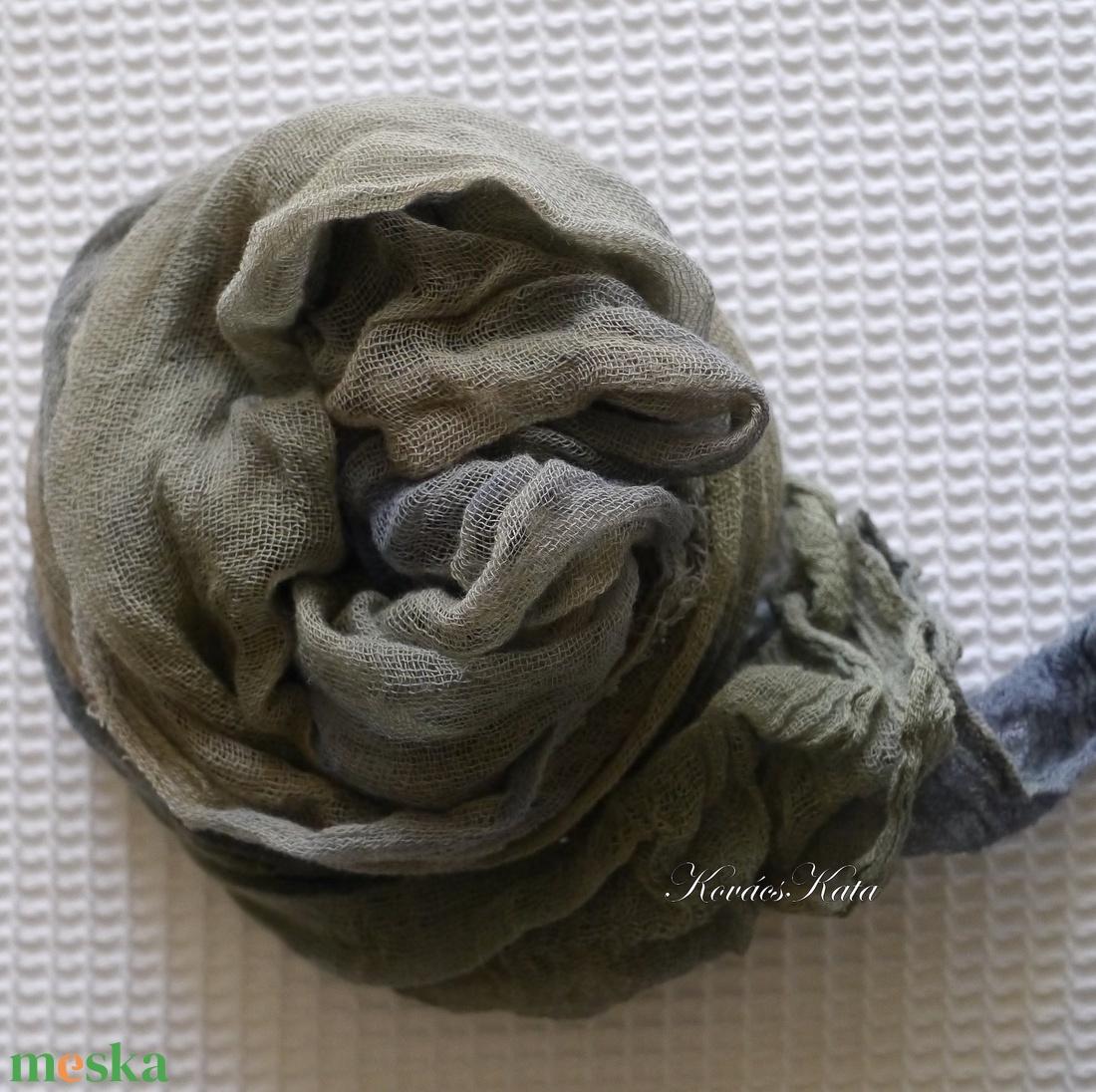 MULL-KENDŐ / kekizöld- tinta - batikolt géz sál - ruha & divat - sál, sapka, kendő - sál - Meska.hu