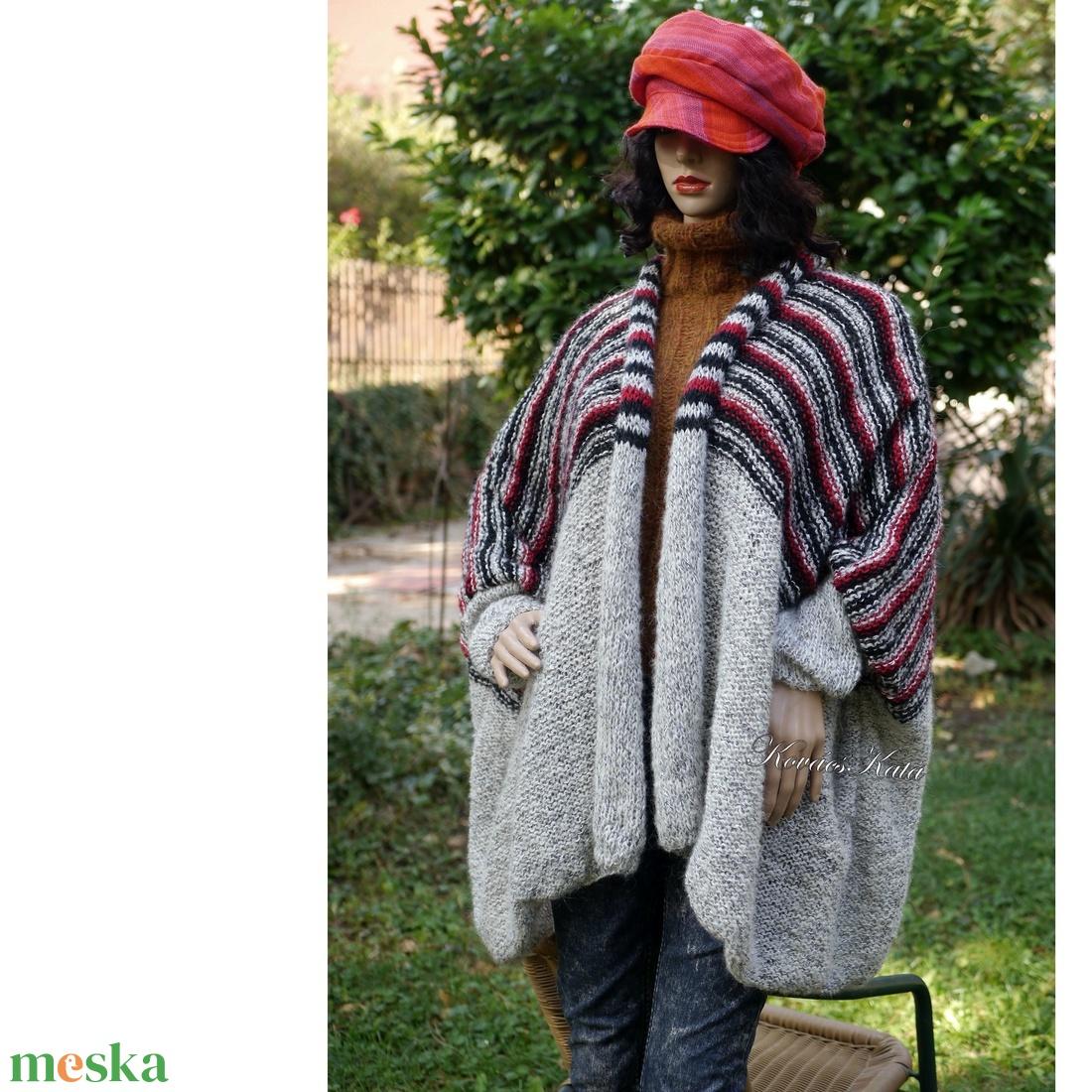 AGÓRA XXL - exkluzív kézzel kötött poncsó, kardigán /  szürkék-bordóval - ruha & divat - női ruha - pulóver & kardigán - Meska.hu