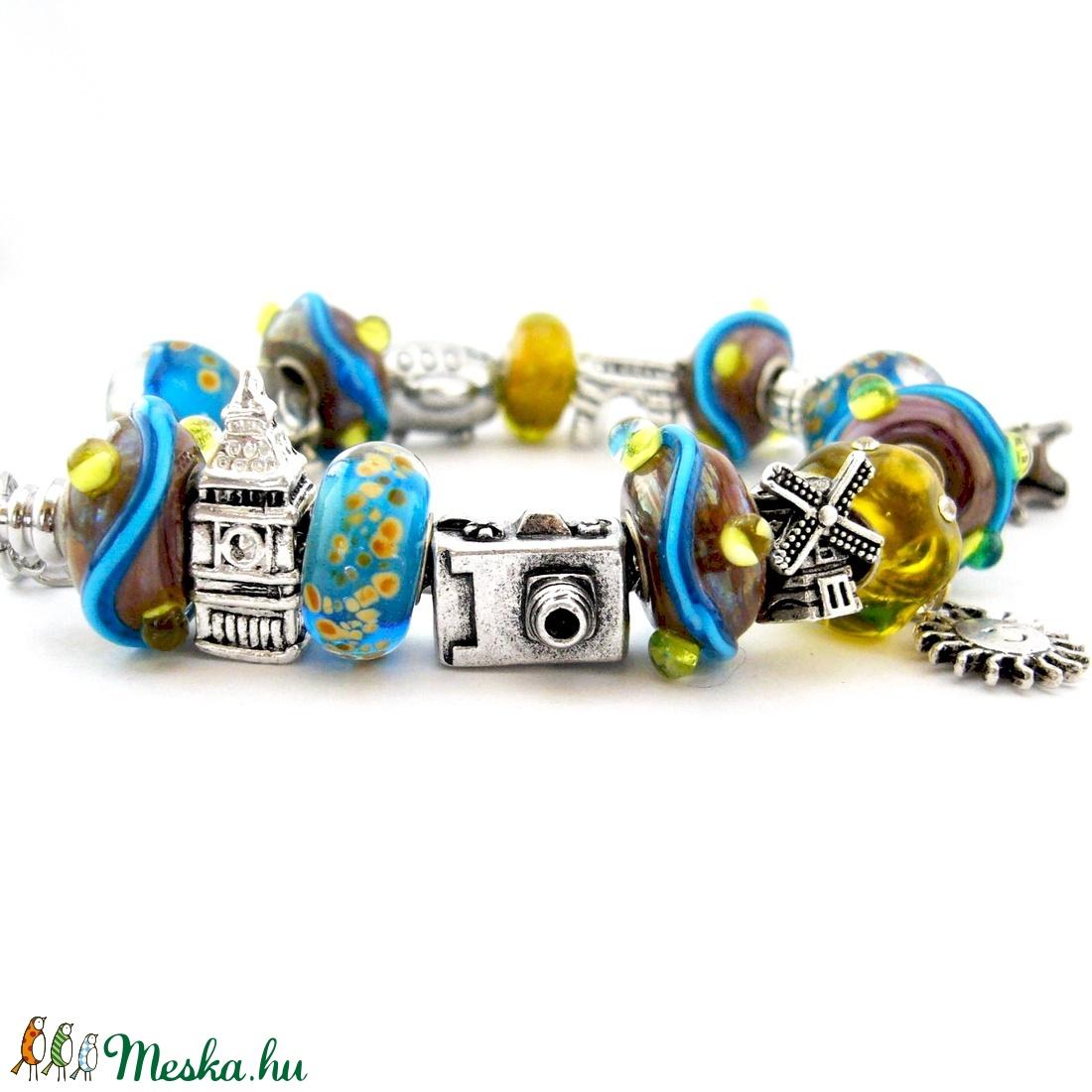 bd679a58262d kék, sárga és lila utazós charm karkötő pandora stílusban Európa városaival  ...