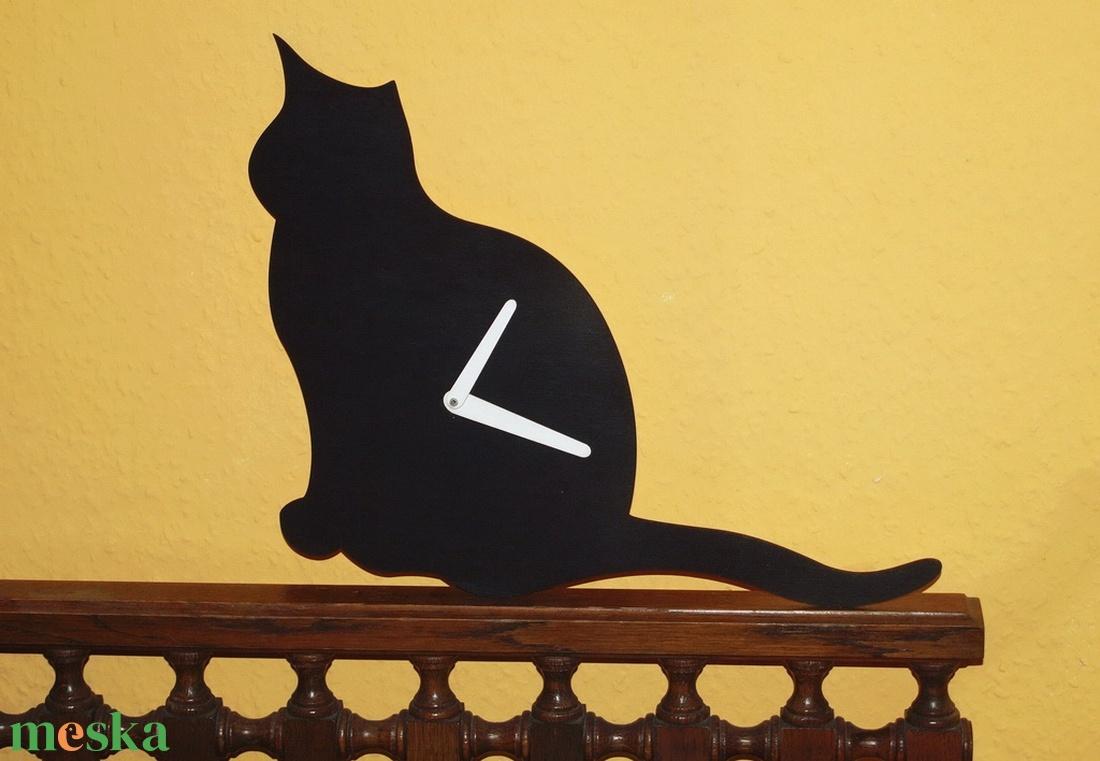 Fából készült fekete macska falióra - Meska.hu