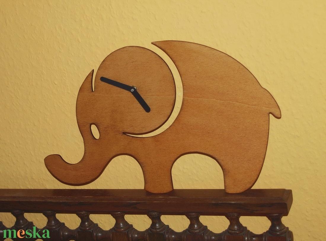 Fából készült barna elefánt falióra - Meska.hu
