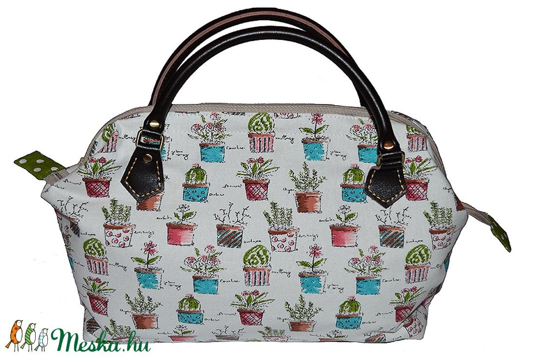 Textil táska fém merevítővel