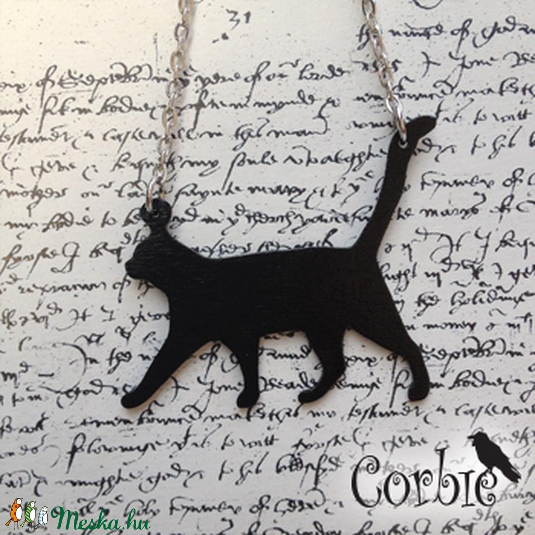 Fekete sétáló cica nyaklánc (Corbie) - Meska.hu