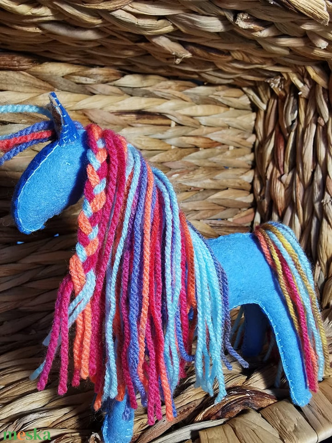Világoskék filc lovacska színes sörénnyel - Waldorf-jellegű játék - játék & gyerek - plüssállat & játékfigura - ló - Meska.hu