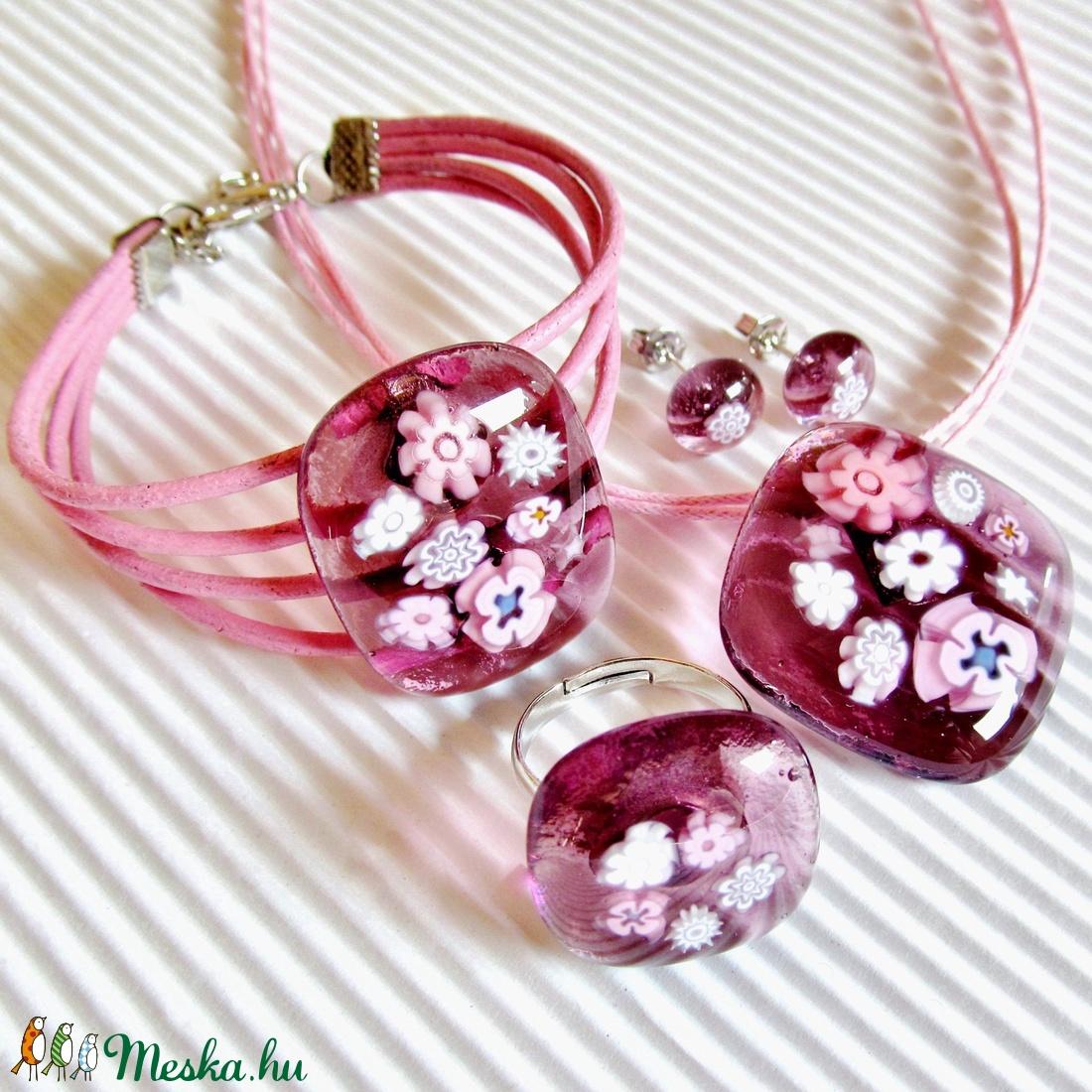 Csipkerózsika üveg medál, üveg-bőr karkötő és virágos fülbevaló, NEMESACÉL, üvegékszer szett - ékszer - ékszerszett - Meska.hu
