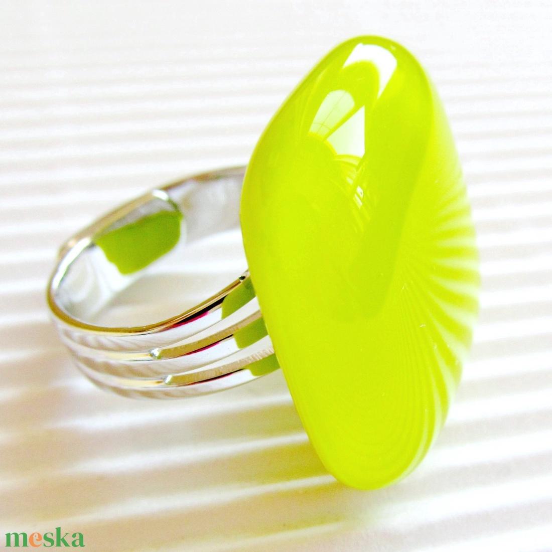 Banán zöld üveg kocka gyűrű, üvegékszer - ékszer - gyűrű - statement gyűrű - Meska.hu