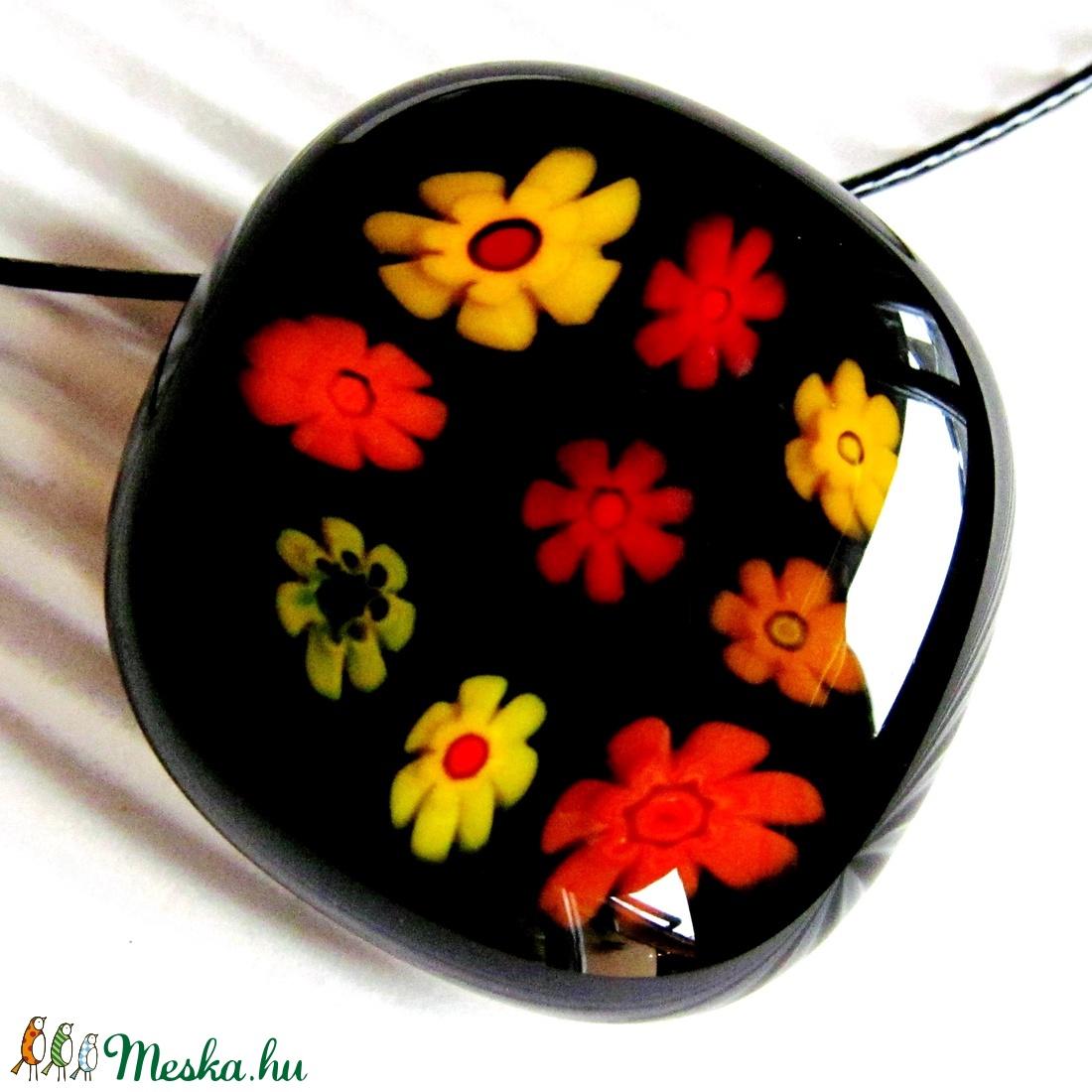 Fekete virágfolyó üveg medál NEMESACÉL akasztón, üvegékszer - ékszer - nyaklánc - medálos nyaklánc - Meska.hu