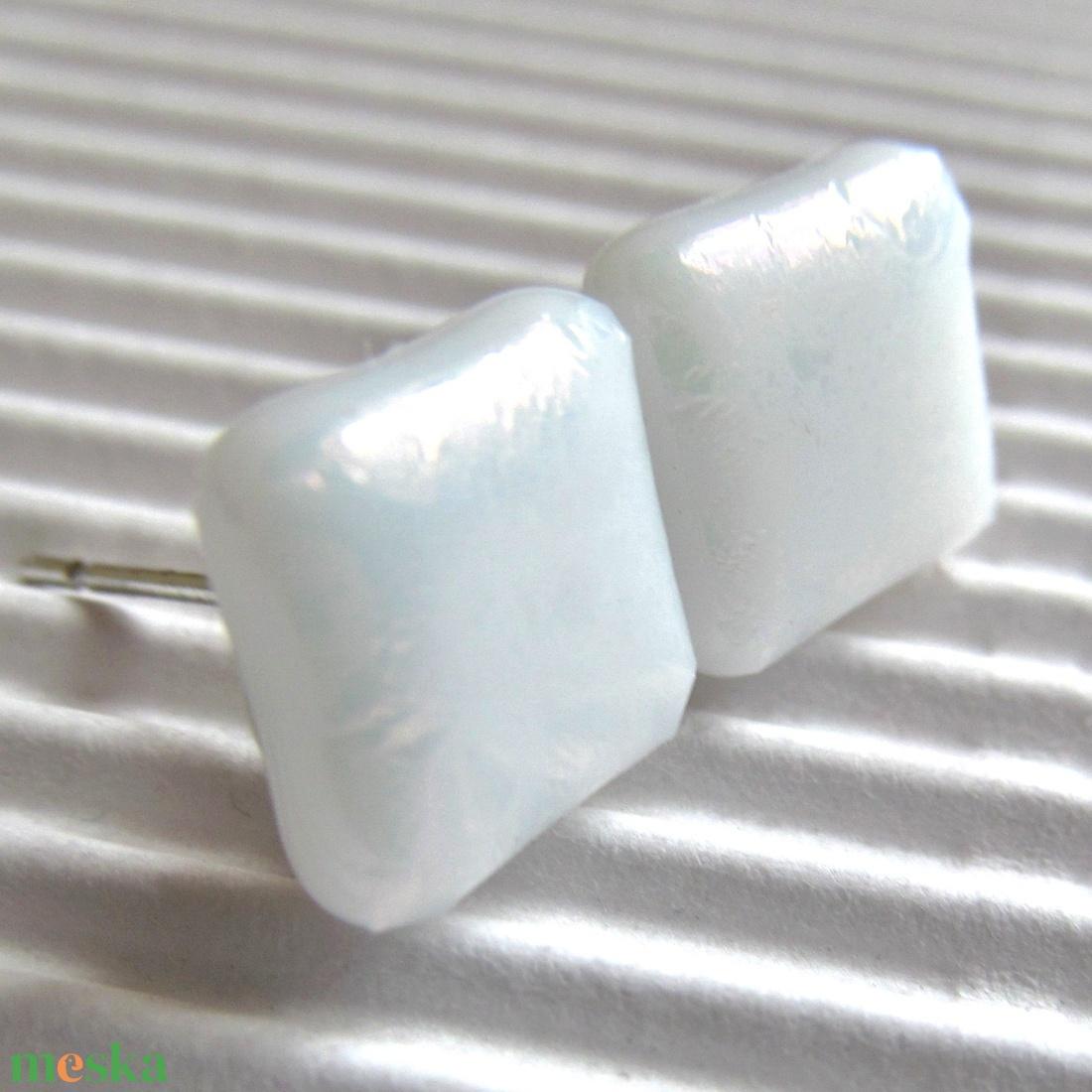 Hófehér fénysugár üveg fülbevaló, ORVOSI FÉM, üvegékszer - ékszer - fülbevaló - pötty fülbevaló - Meska.hu
