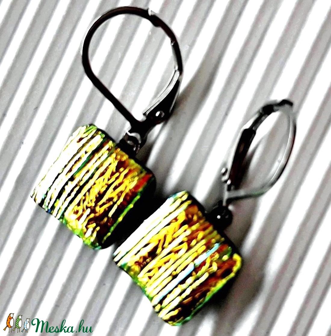 Orvosi fém, francia kapcsos alapon aranyszárnyú szentjánosbogár dichroic üveg fülbevaló, üvegékszer - ékszer - fülbevaló - lógó fülbevaló - Meska.hu