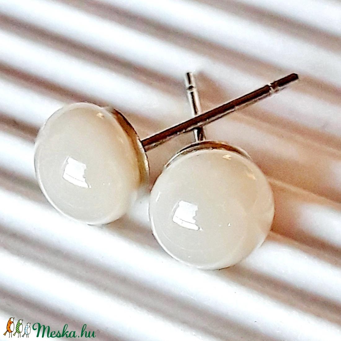 AKCIÓ! - Krémszürke üveg pötty fülbevaló, üvegékszer - ékszer - fülbevaló - pötty fülbevaló - Meska.hu