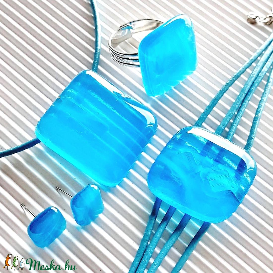 Égszínkék tükörfény üveg medál, karkötő, gyűrű és fülbevaló, üvegékszer szett - ékszer - ékszerszett - Meska.hu