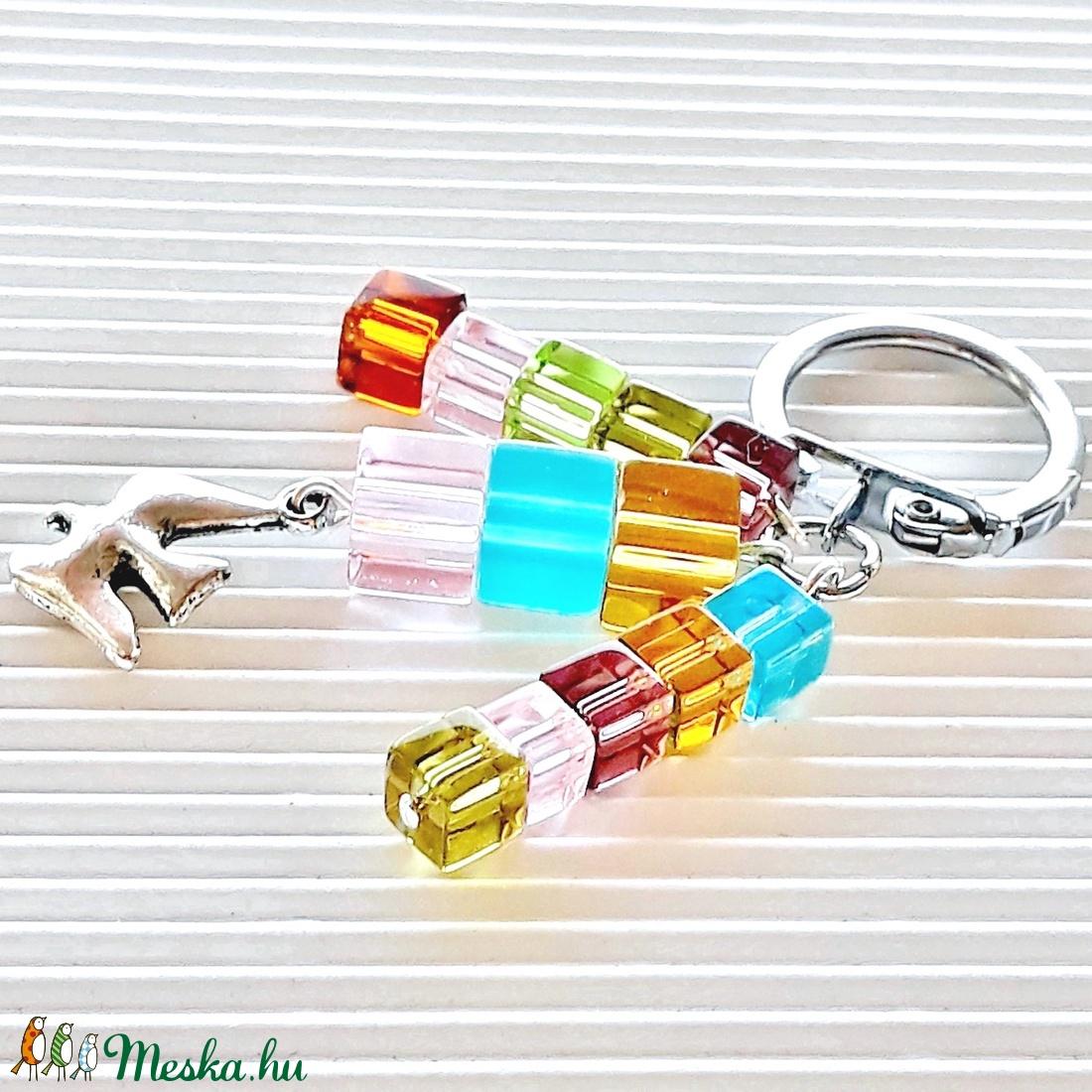 Madárka szivárványon üveggyöngy táskadísz, kulcstartó, gyöngyékszer - táska & tok - kulcstartó & táskadísz - táskadísz - Meska.hu
