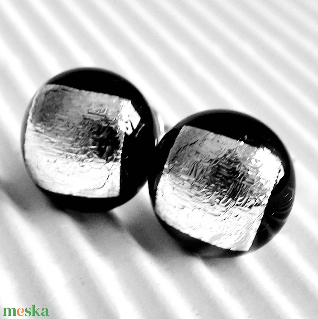 Ezüst ragyogás dichroic pötty fülbevaló orvosi fém alapon, üvegékszer  - ékszer - fülbevaló - pötty fülbevaló - Meska.hu
