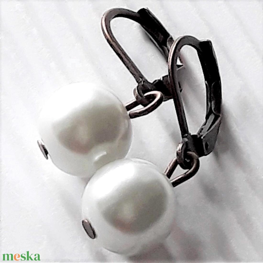 Gyöngy-bogyó réz francia kapcsos akasztón lógós fülbevaló, üveggyöngy ékszer - ékszer - fülbevaló - lógós kerek fülbevaló - Meska.hu