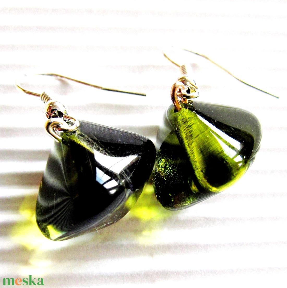 Mohazöld üveg gyöngy fülbevaló nemesacél akasztón, üveggyöngy ékszer - ékszer - fülbevaló - lógó fülbevaló - Meska.hu