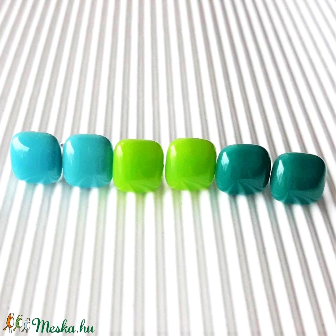 Zöldikék üveg kocka fülbevaló csomag orvosi fém alapon , minimal, trendi, üvegékszer szett - ékszer - fülbevaló - pötty fülbevaló - Meska.hu