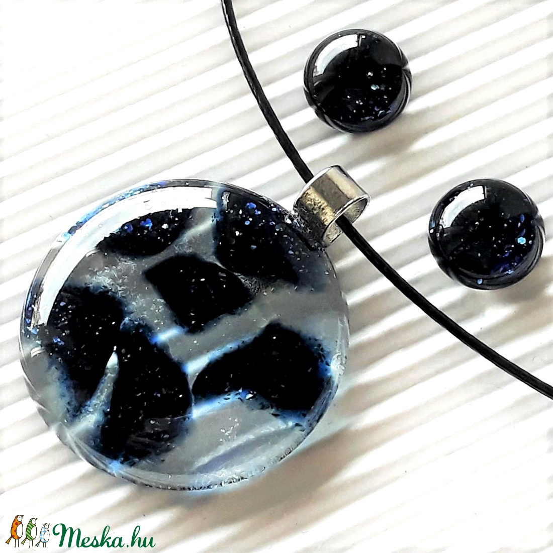 Jégvarázs sötétkék kerek üveg medál, üvegékszer - ékszer - nyaklánc - medálos nyaklánc - Meska.hu