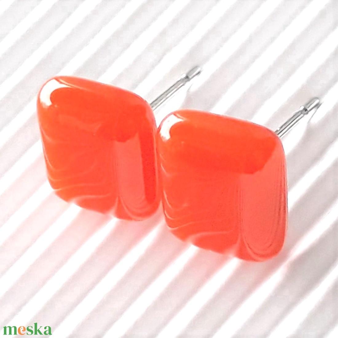 Narancs kocka üveg fülbevaló orvosi fém bedugón, üvegékszer - ékszer - fülbevaló - pötty fülbevaló - Meska.hu