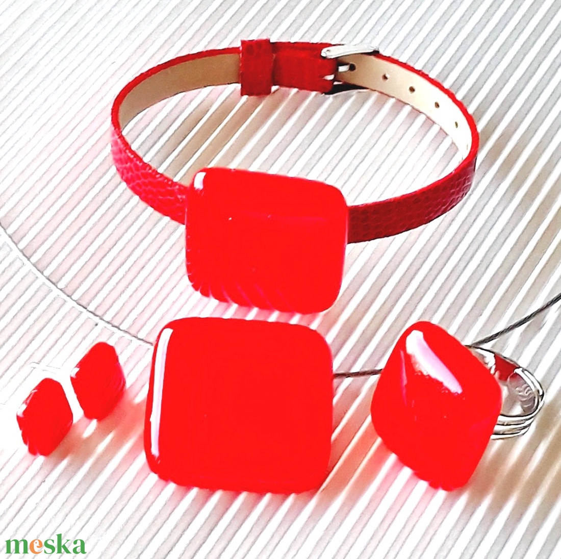 UTOLSÓ DARAB! - Ferrari piros üveg gyűrű és fülbevaló ORVOSI FÉM bedugón, üvegékszer szett - ékszer - ékszerszett - Meska.hu