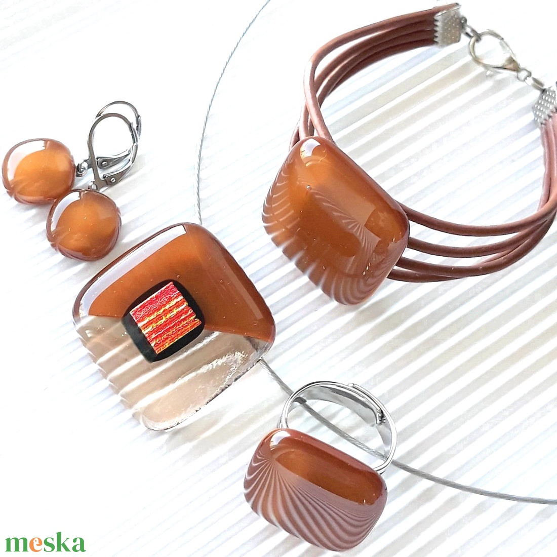 Aranyló barack-karamell medál és fülbevaló orvosi fém bedugón, nyaklánc, üvegékszer szett - ékszer - ékszerszett - Meska.hu