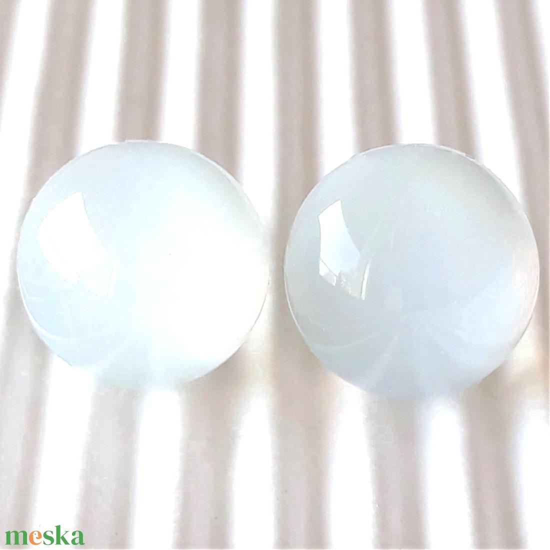 Holdkő fehér pötty üveg fülbevaló orvosi fém alapon , üvegékszer - ékszer - fülbevaló - pötty fülbevaló - Meska.hu