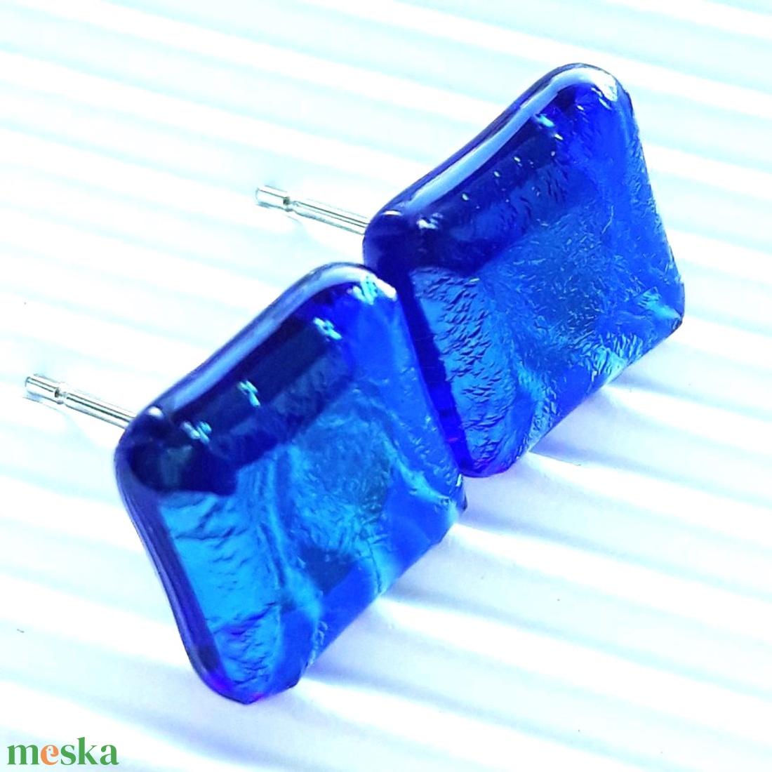 Orvosi fém alapon sejtelmes zafír fény üveg fülbevaló, üvegékszer - ékszer - fülbevaló - pötty fülbevaló - Meska.hu