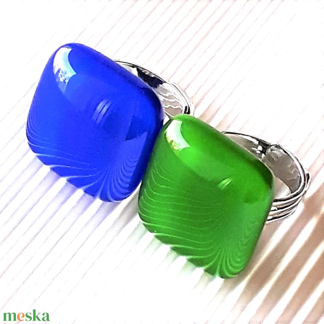 Királykék és fűzöld üveg gyűrűk szettben, üvegékszer szett - ékszer - gyűrű - statement gyűrű - Meska.hu
