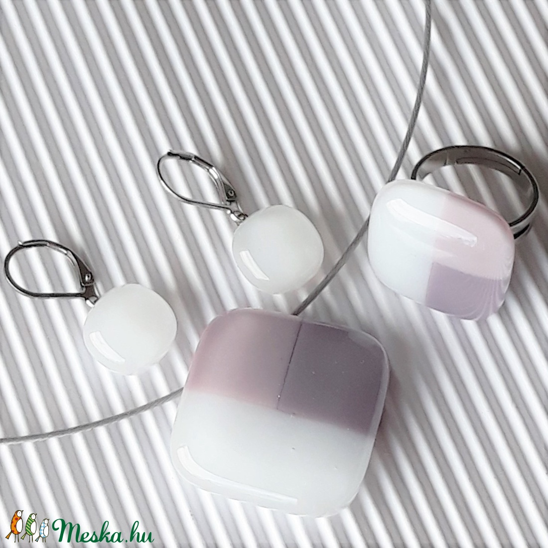 NEMESACÉL: Tulipánbimbó pasztell lilában üveg medál és franciakapcsos fülbevaló, üvegékszer szett - ékszer - ékszerszett - Meska.hu