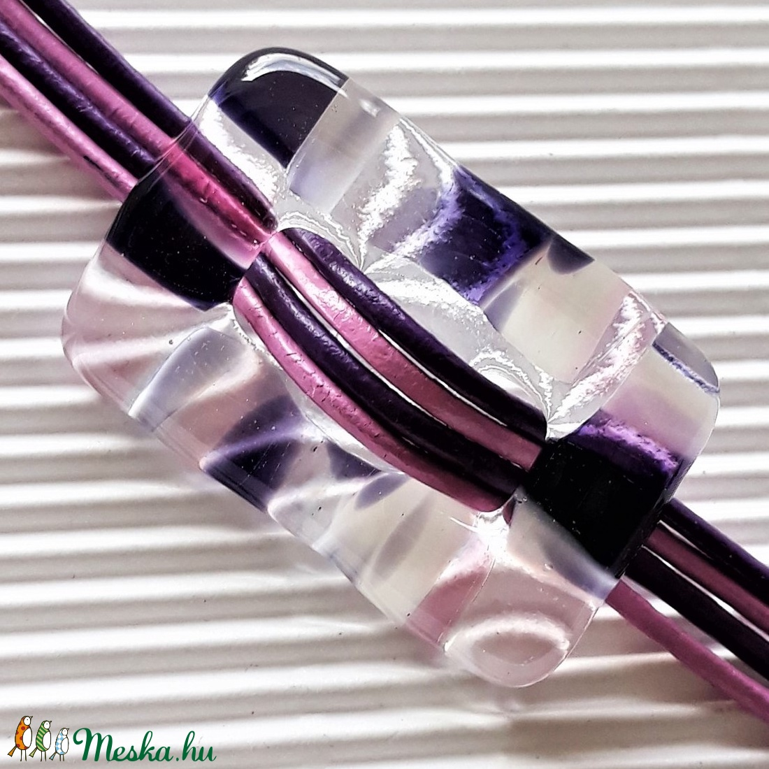 NEMESACÉL: Vágyakozás ametiszt-pink felhő üveg-bőr karkötő, üvegékszer - ékszer - karkötő - karkötő medállal - Meska.hu